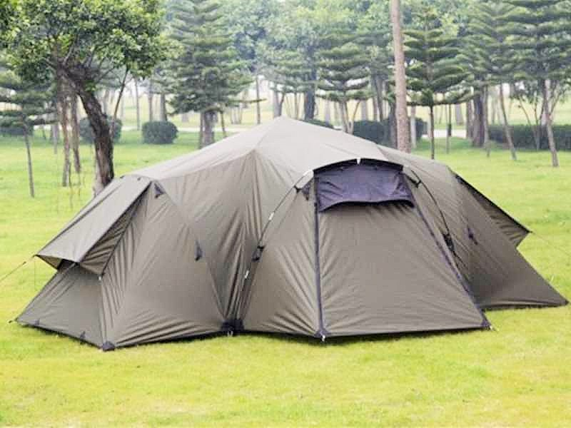 Der Zeltaufbau. Äußeres Überdach – äußeres Zelt.